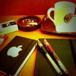 煙草とノートブック。