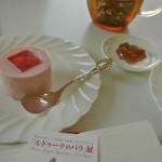 バラのケーキを食べるかルドゥーテのバラの余韻にひたるかモレるかどれかにしなさい